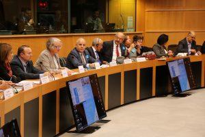 Une mer Méditerranée sans plastique en gestation : les membres du Parlement et les principales parties prenantes discutent de l'état d'avancement des travaux et des avancées réalistes